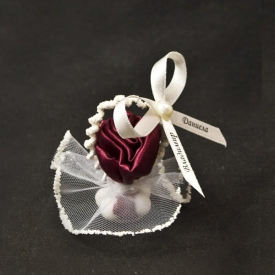 Кошничка с роза от плат
